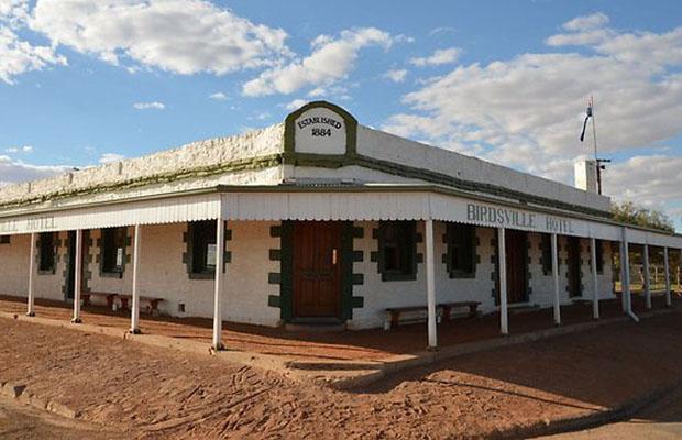 slide - 4WD-tour-simpson-desert-Birdsville-Hotel-Queensland-Australia