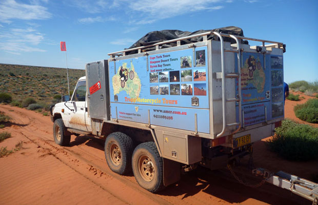 slide - 4wd-tour-simpson-desert-Trapp-Tours-support-vehicle-French-Line-heading-east