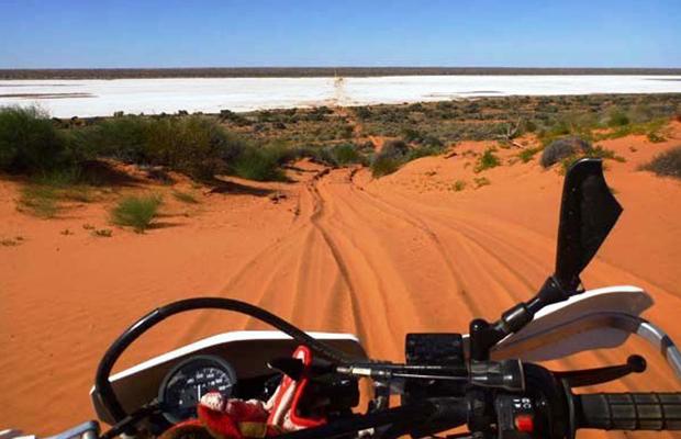slide - motorcycle-tour-simpson-desert-Salt-pan-on-the-French-Line-Simpson-Desert-620x400